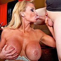 Les gros seins augmentent le plaisir